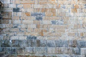 travaux de maçonnerie sur un mur
